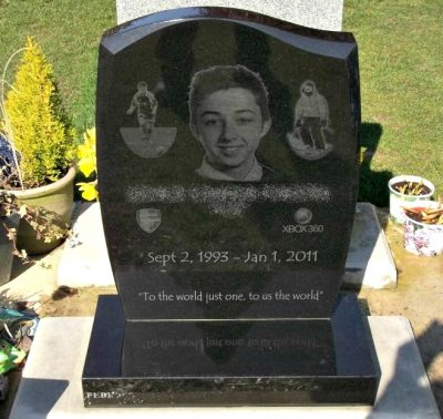 Laser Etched Granite Headstone UK - The Perfect Memorial